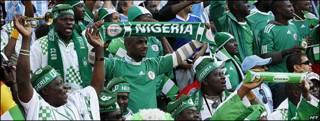 Aficionados nigerianos en el estadio Ellis Park