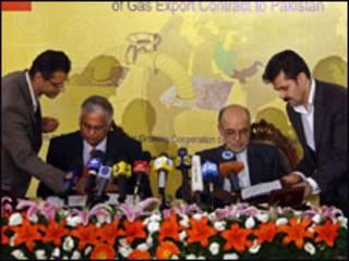 ईरानी और पाकिस्तानी अधिकारी