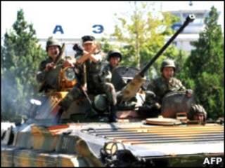 سربازان دولتی در اوش