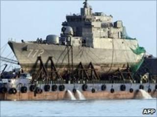 Tàu Cheonan được trục vớt