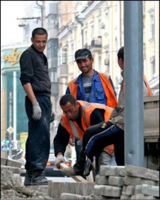 Узбеки, работающие во Владивостоке