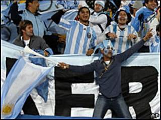 Hinchas argentinos durante el partido contra Nigeria