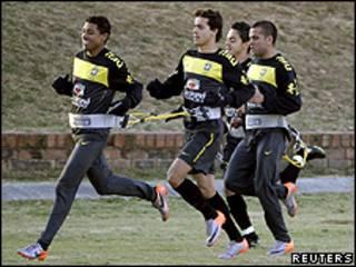 Kleberson, Nilmar, Josué e Daniel Silva treinam nesta quarta-feira em Johanesburgo