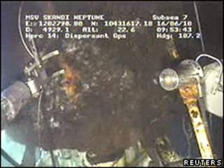Imagens com câmeras submarinas mostram o vazamento no Golfo do México