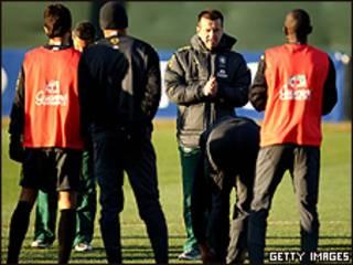 Dunga durante o treino da seleção nesta quinta-feira (Foto: Getty Images)