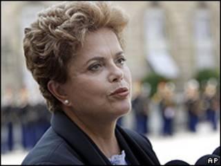 A candidata do PT à Presidência, Dilma Rousseff, durante visita a Paris (AP)