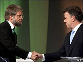 Antanas Mockus (esquerda) e Juan Manuel Santos