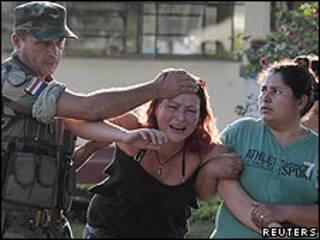 Hermana de policía presuntamente asesinado por la guerrilla.