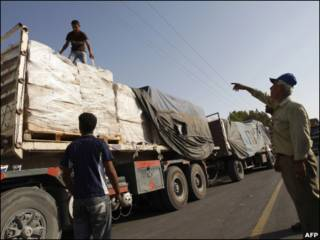 شاحنات تدخل رفح عبر معبر كرم أبو سالم