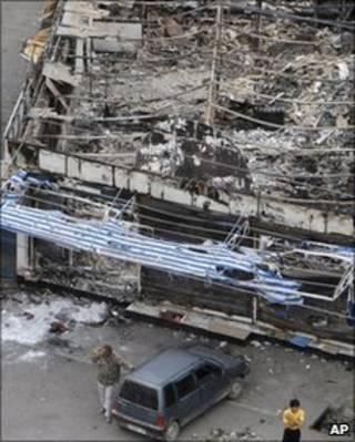 A cidade de Osh tem prédios queimados depois da onda de violência