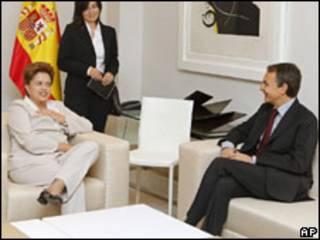 A candidata do PT à Presidência, Dilma Rousseff durante encontro com o primeiro-ministro espanhol, José Luis Rodríguez Zapatero (AP)