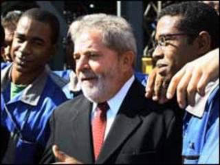 Lula nesta sexta-feira em fábrica no Rio (foto: Ricardo Stuckert/PR)