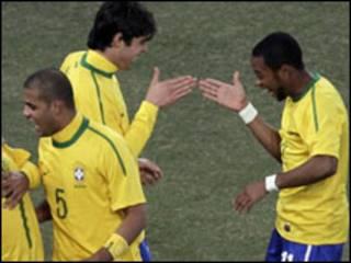 برازيل اوس په جي ګروپ کې دویم پړاو ته ورسېد ، دوی له هالنډ وروسته دویم هېواد شو، چې دویم پړاو ته لار مومي.