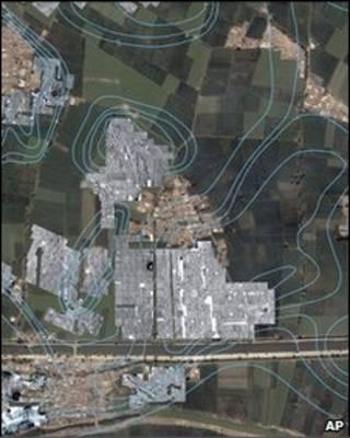 عکس ماهواره ای با تصویربرداری راداری که خطوط کلی شهر را مشخص می کند