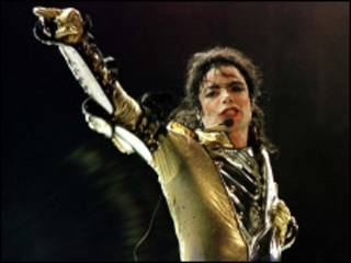 توفي مايكل جاكسون عن عمر 50 عاما
