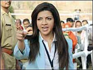 फ़िल्म 'क्रांतिवीर-द रिवोल्यूशन' के एक दृश्य में अभिनेत्री जहां ब्लोच