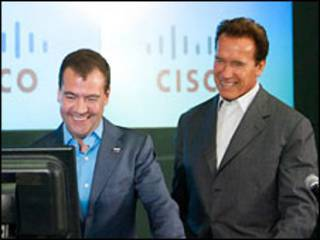 Дмитрий Медведев и Арнольд Шварценеггев в офисе Cisco