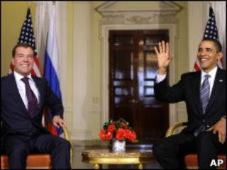 奧巴馬與梅德韋傑夫(左)