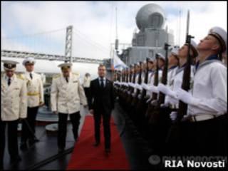 "Дмитрий Медведев на борту крейсера ""Варяг"" в Сан-Франциско"