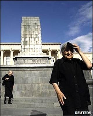 Bệ tượng trống ở quảng trường trung tâm tại Gori