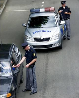Патрульные полицейские на улицах Тбилиси