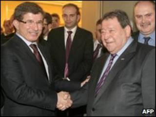 Davutoglu e Ben-Eliezer durante encontro em novembro de 2009