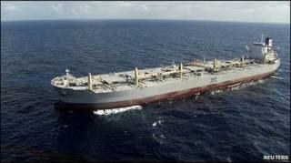 tanker penyedot minyak