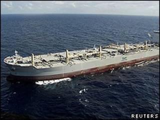 کشتی پاکسازی آب از نفت