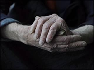 老年人的手