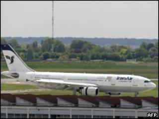 Avião da Iran Air em aeroporto de Paris (AFP, 18 de maio de 2010)