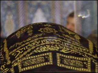 نعش فضل الله في مسجد الإمامين