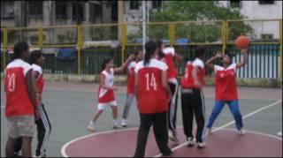 मुंबई के नागपाड़ा में महिला बास्केटबॉल टीम