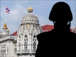 थाइलैंड में आपातकाल बढ़ा