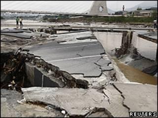 Monterrey, após passagem de furacão Alex