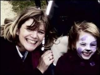 Cathy e Keira Madden (Foto: Polícia de Sussex)