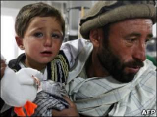 کودک افغان در مرکز بهداشتی
