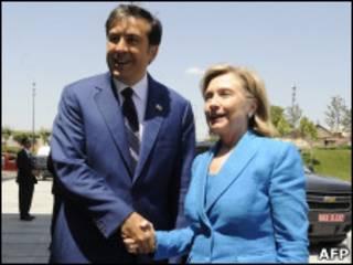 Хиллари Клинтон с президентом Саакашвили