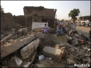 Tiendas destruidas tras el ataque