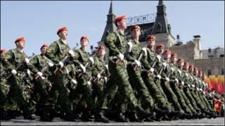 Российские солдаты на параде