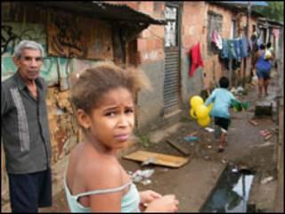 Moadores da Favela do Mandela, no Rio de Janeiro (Vladimir Platonow/ABr, 13 de junho de 2010)