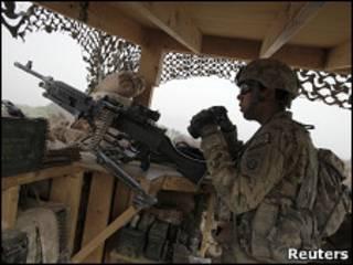 سرباز ناتو در قندهار