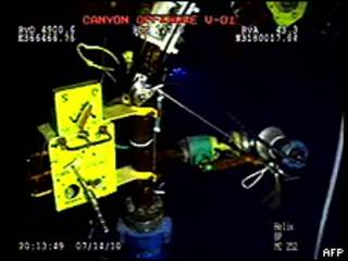 Início do teste de dispositivo da BP para conter vazamento no Golfo do México (foto: AFP)
