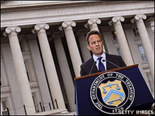 El secretario del Tesoro, Timothy Geithner, hizo una declaración ante la prensa tras conocer la noticia.