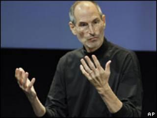O presidente da Apple, Steve Jobs, durante coletiva nesta sexta-feira (AP, 16 de julho)Ap
