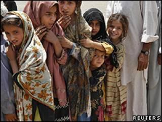 Crianças refugiadas afegãs no0 Paquistão