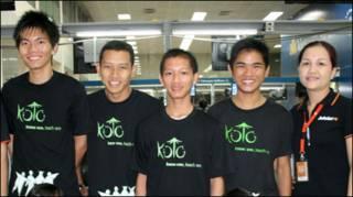Các học viên của Koto chuẩn bị lên máy bay  ra Hà Nội - Photo International