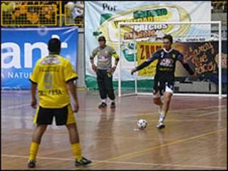 Jugadores de fútbol (foto Matías Zibell)