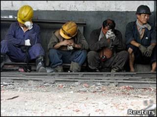 Foto de archivo de mineros tras un accidente