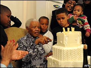 Ông Nelson Mandela trong lần sinh nhật mới nhất