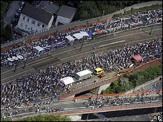 Estrada fechada na cidade de Essen, na Alemanha (foto: AP)